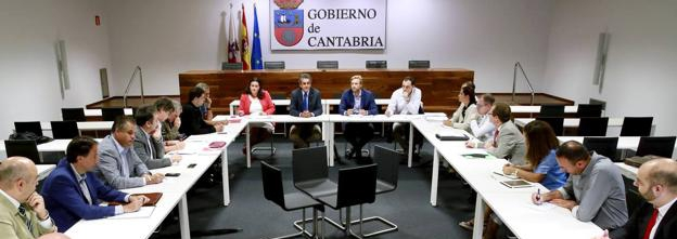 La Mesa de análisis de la Red Ferroviaria de Cantabria finaliza sus trabajos