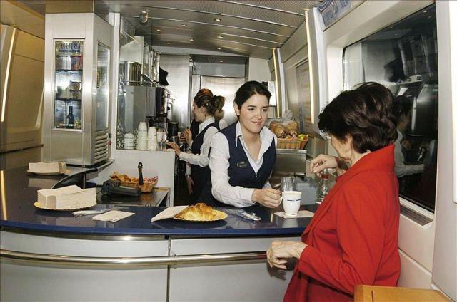UGT analiza las condiciones de la nueva licitación de los servicios de restauración a bordo