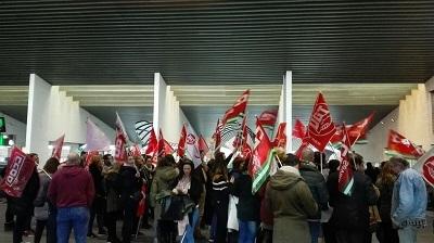 El 90% de la plantilla de Sevilla de Ferrovial – Servicios a bordo de AVE y larga distancia- ha secundado la huelga