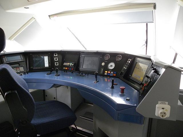 RENFE Viajeros   Comercial y Conducción   La plantilla participará en la configuración del nuevo uniforme